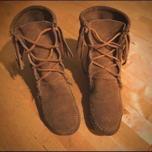🌼Minnetonka Tramper Lace-up Fringe Ankle Boots